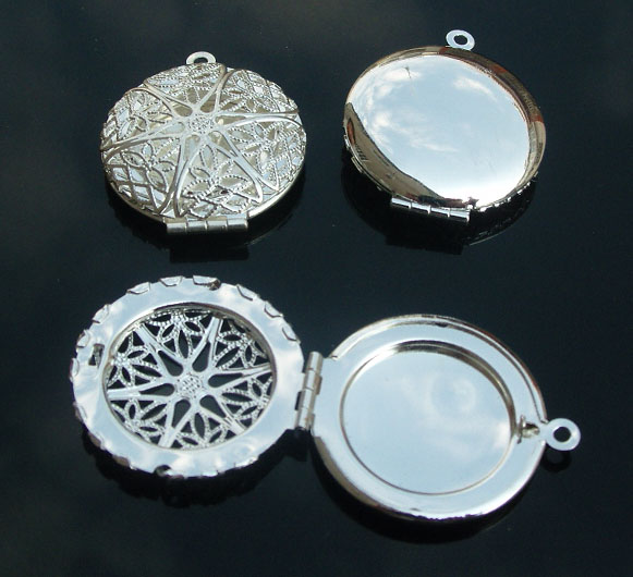 Silver Circle Locket With Carving Hollowed Designs (19MM inside, 27MM outside)