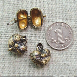 17x16MM Bronze Heart Locket